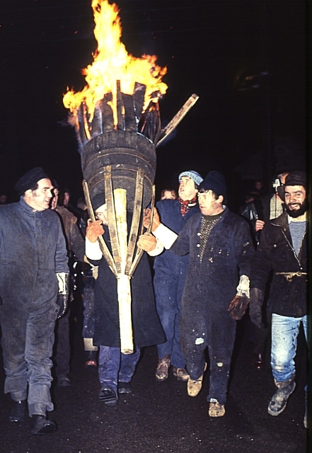 Burning Of The Clavie (Photo: Anne Burgess - From geograph.org.uk. Licensed under CC BY-SA 2.0 via Wikimedia Commons)