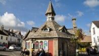 Pepper Pot market hall in Chagford, Devon - By Nilfanion - Wikimedia UK