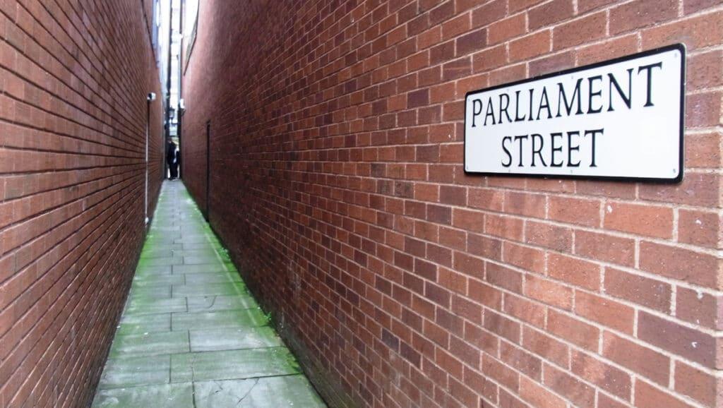 Exeter's Parliament Street (Image: Qwertzu111111 via Wikimedia Commons)